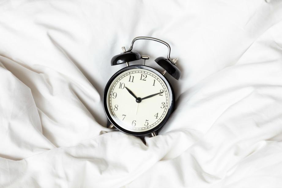 Ακολουθήστε ένα συγκεκριμένο χρονοδιάγραμμα ύπνου και αφύπνισης.