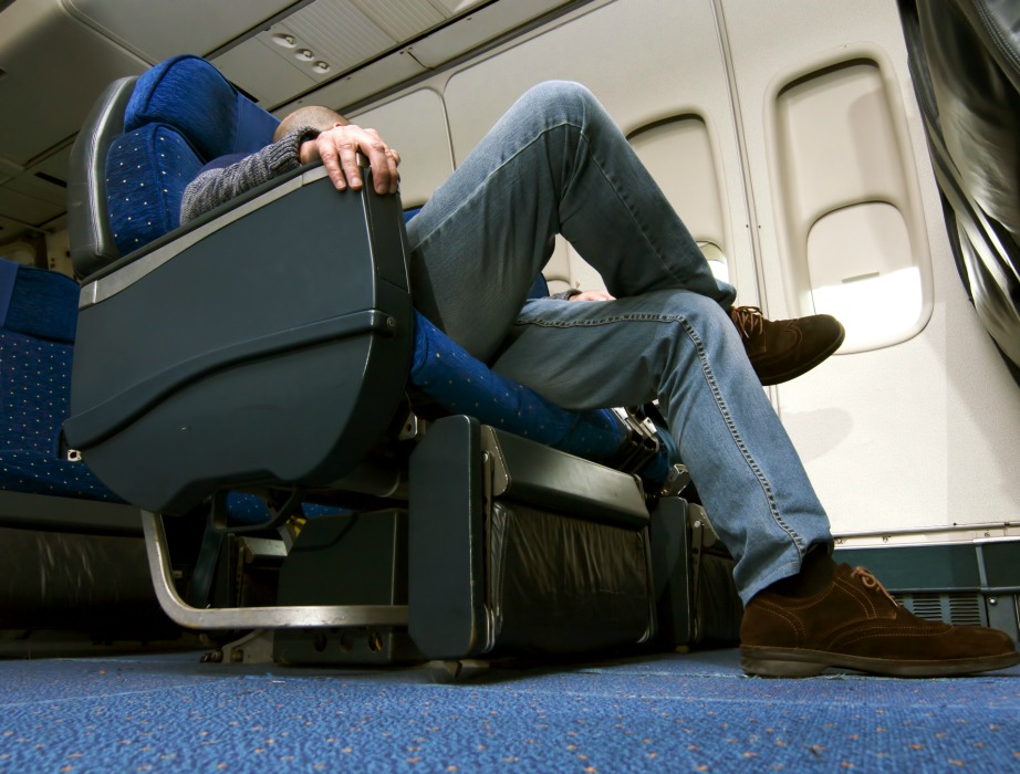 Στις θέσεις κοντά στη έξοδο ή στα διαχωριστικά μεταξύ των τάξεων έχετε τη δυνατότητα να απλώνετε τα πόδια σας με μεγαλύτερη άνεση.