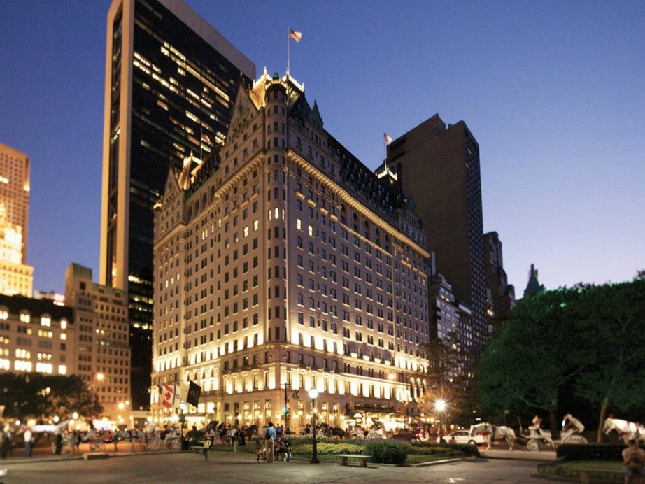 Αυτό είναι το Plaza Hotel στην Νέα Υόρκη που ο Charlie Sheen εκτόξευσε έπιπλα και έναν πολυέλαιο στους τοίχους.