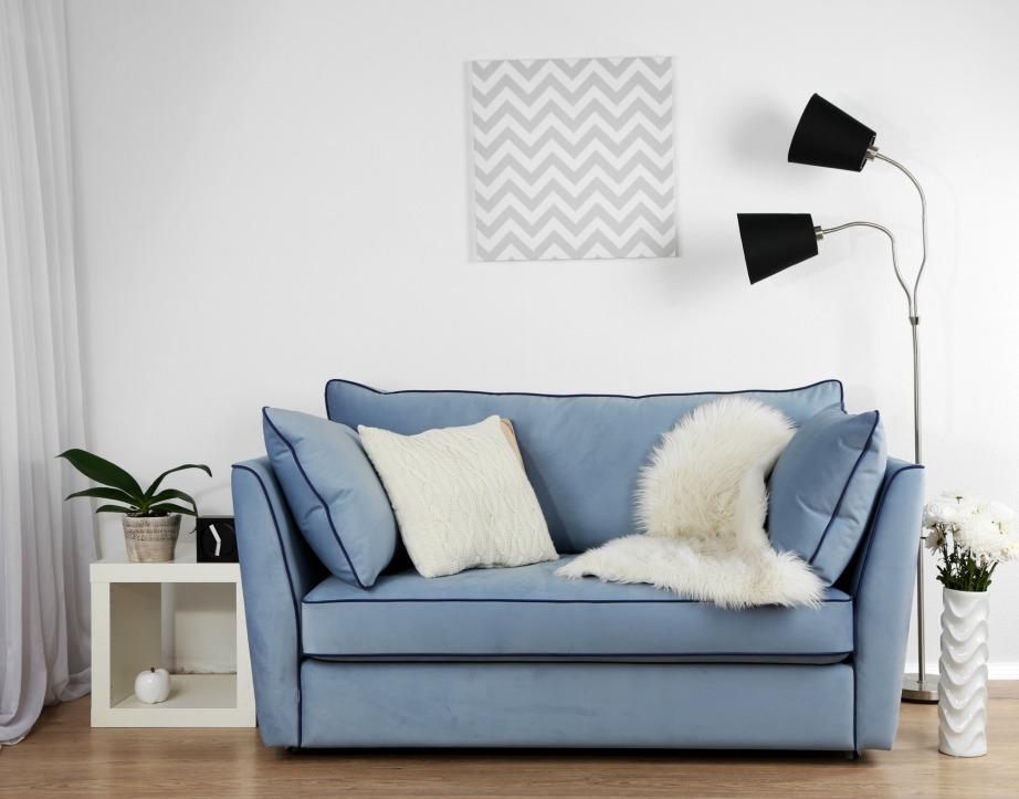 Μην ξεχνάτε να καθαρίζετε και την παραμικρή λεπτομέρεια, όπως τα σημεία κάτω από τον καναπέ.