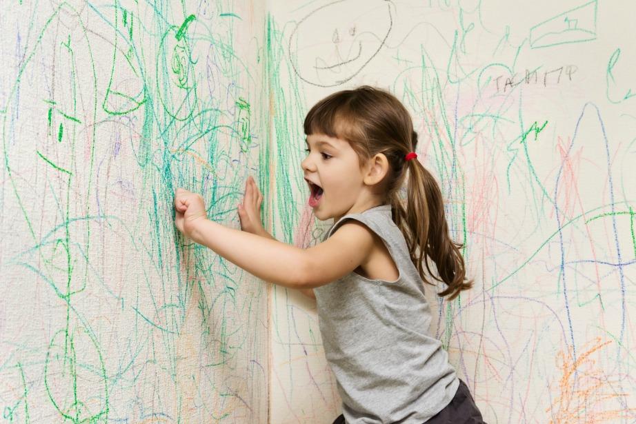 Καθαρίστε τους τοίχους σας από τις ζωγραφιές των παιδιών σας.