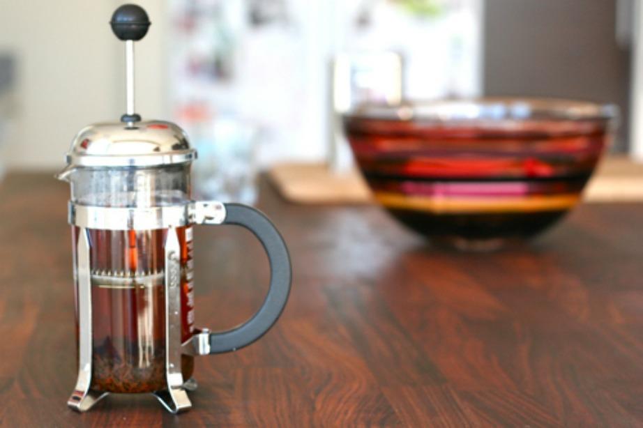 Με τον ίδιο τρόπο που φιλτράρετε το γαλλικό σας καφέ έτσι θα φιλτράρετε και το τσάι σας.