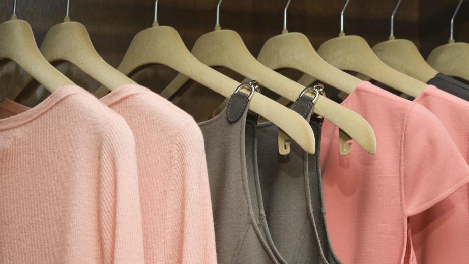 Μπορεί να είναι ασυνήθιστο τα ρούχα στο ψυγείο, ωστόσο μερικά αν μπουν μοιάζουν με καινούργια.