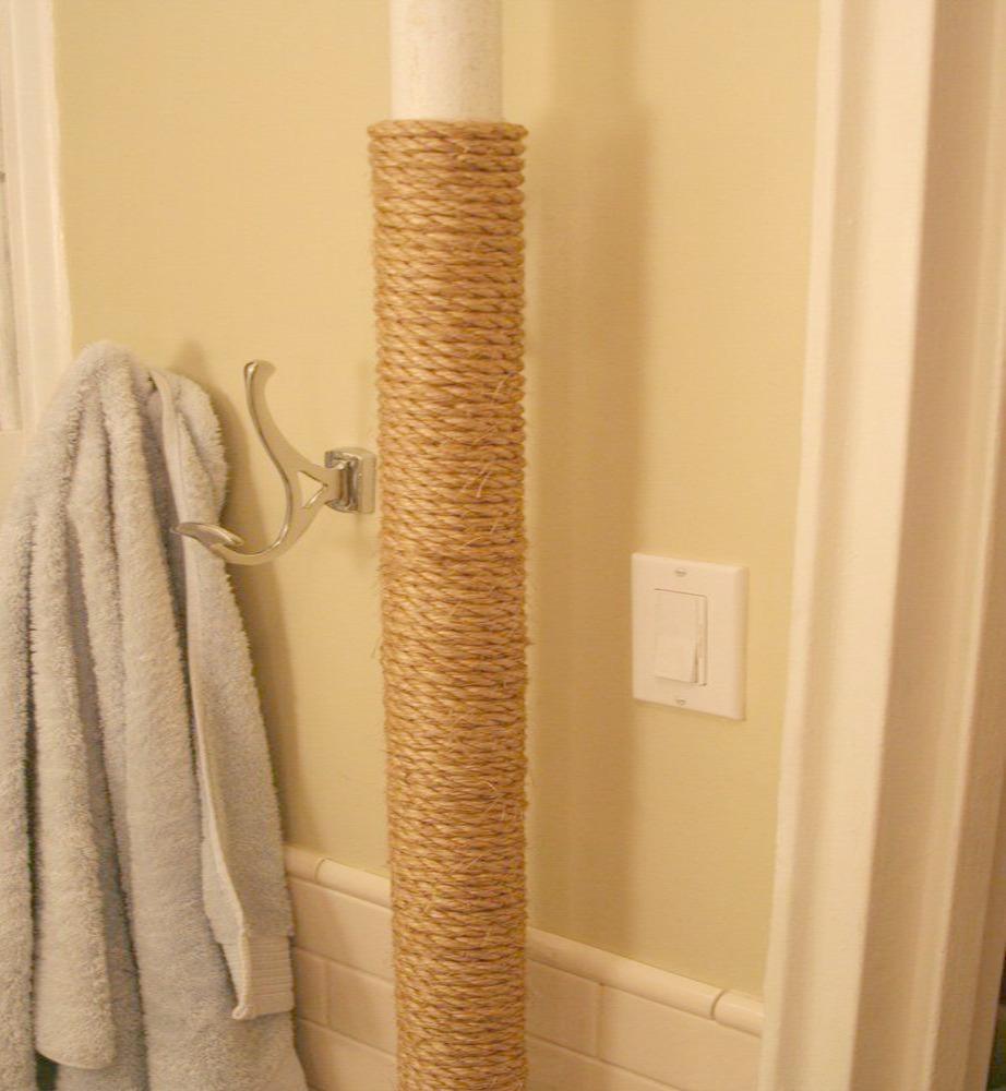 Τυλίξτε τις σωληνώσεις του μπάνιου με σχοινί για ένα μοναδικό αποτέλεσμα.