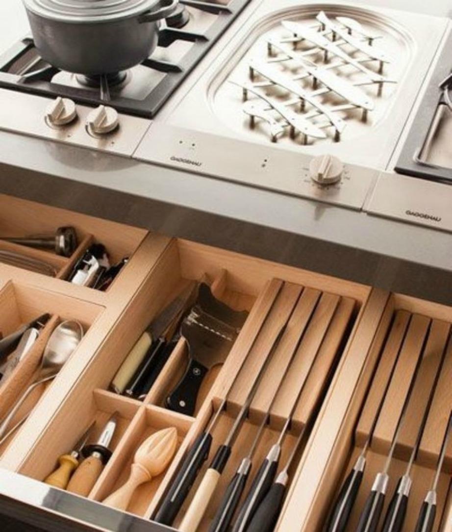 Προστατεύστε τα μαχαίρια σας και εξοικονομήστε χρόνο με αυτόν τον τρόπο οργάνωσης του συρταριού σας.