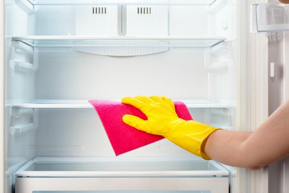 Καθαρίστε το ψυγείο σας και πετάξτε τα σκουπίδια!