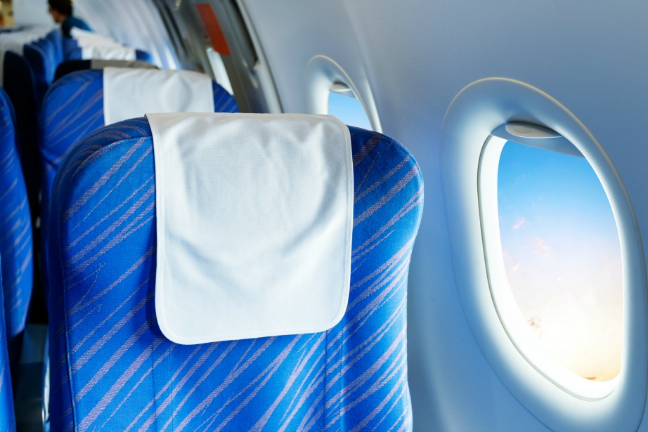 Προτιμήστε τη θέση δίπλα στο παράθυρο για μεγαλύτερη άνεση, ευκολία στον ύπνο, θέα και καθαριότητα.