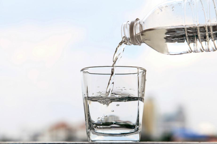 Φροντίστε να πίνετε ένα ποτήρι με νερό πριν κοιμηθείτε.