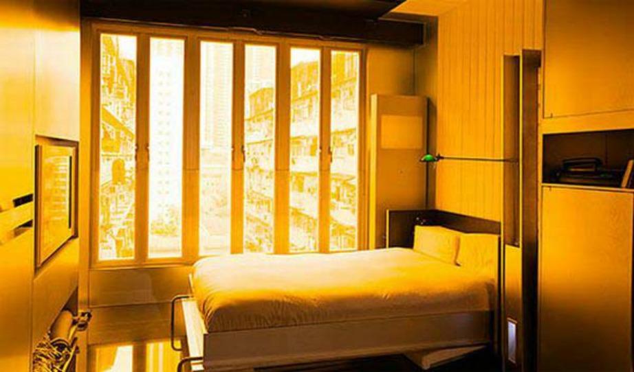 Ήρεμο υπνοδωμάτιο, αρκετά αναπαυτικό κρεβάτι με θέμα τα προάστια του Χονκ Κονγκ.