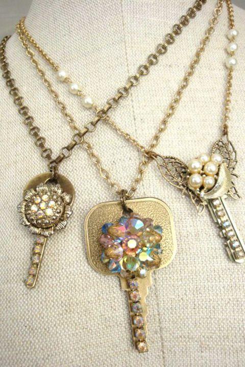 Πρωτότυπες δημιουργίες που οι φίλες σας θα λατρέψουν αποτελούν τα κοσμήματα από κλειδιά.