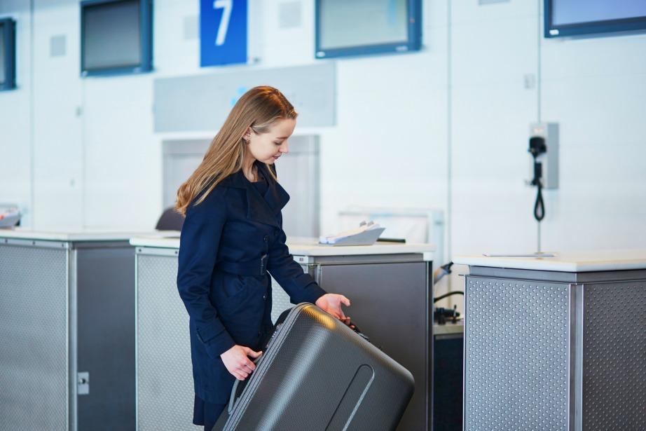 Όταν το βάρος της βαλίτσας ξεπερνά το επιτρεπτό όριο, λόγω των σουβενίρ και των δώρων.