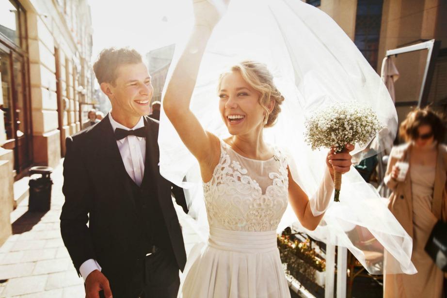 Έγινε έρευνα που συγκρίνει τα έξοδα ενός γάμου με τη διάρκειά του.