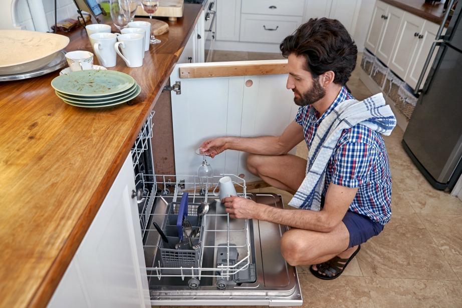 Το να βάλετε τα πιάτα στο πλυντήριο πιάτων είναι μια εύκολη και γρήγορη διαδικασία.