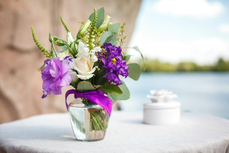 Προσθέστε λίγη μαγειρική σόδα μέσα στο βάζο με το νερό για να διατηρηθούν φρέσκα τα λουλούδια σας.