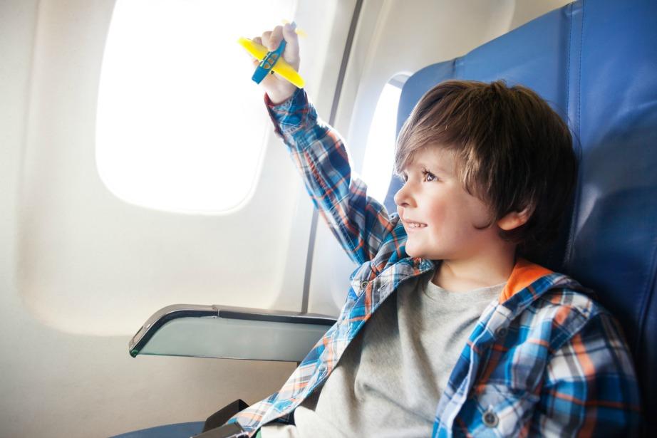 Αν ταξιδεύετε με παιδιά προτιμήστε τις θέσεις πίσω από το πιλοτήριο.