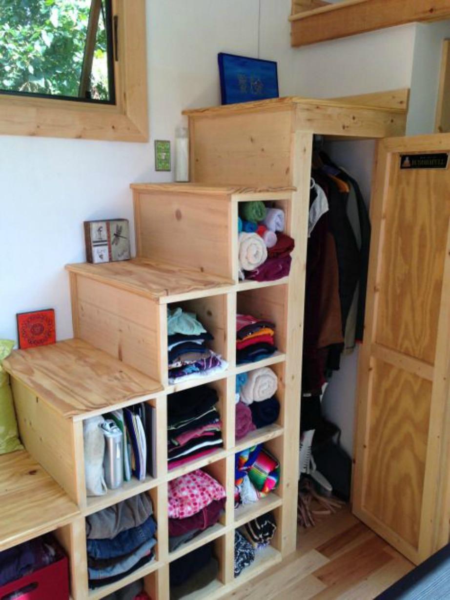 Επαναστατικός τρόπος αποθήκευσης ιδιαίτερα αν σκάλα σας είναι ξύλινη και επιδέχεται τέτοιας αλλαγής.