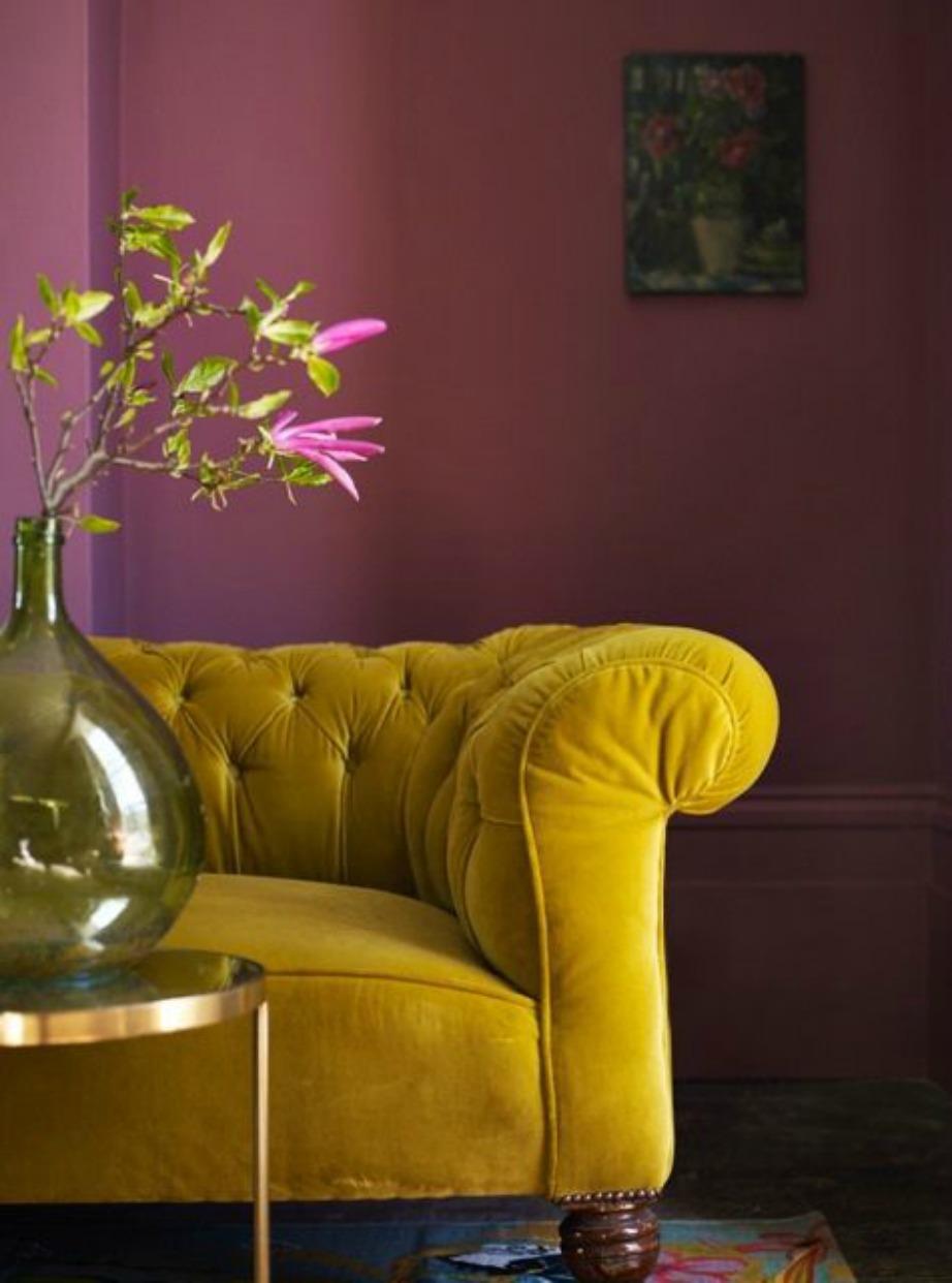 Η έντονη απόχρωση του καναπέ θα δώσει έναν αέρα νεανικότητας στο καθιστικό σας.