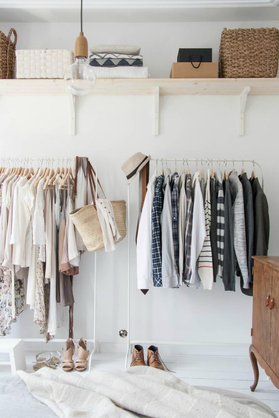 Χρησιμοποιώντας ράφια θα έχετε τη δυνατότητα να αποθηκεύσετε ρούχα που δεν χρειάζεστε άμεσα.