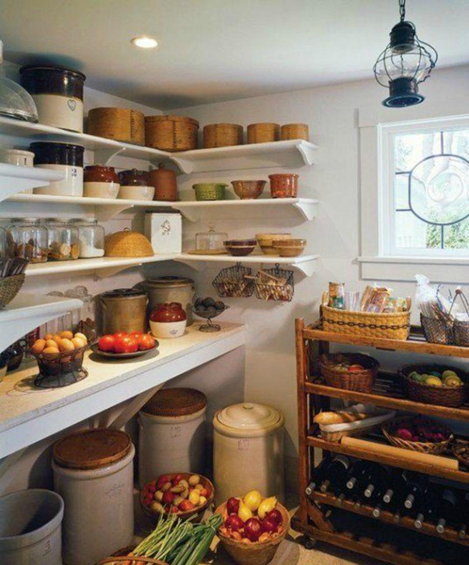Τα ψάθινα καλάθια δίνουν μια πιο παραδοσιακή νότα στην κουζίνα σας.