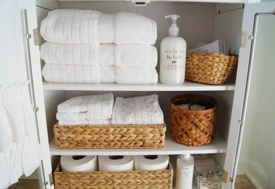 Φροντίστε να έχετε τις βασικές παροχές στο μπάνιο σας, όπως καθαρές πετσέτες.