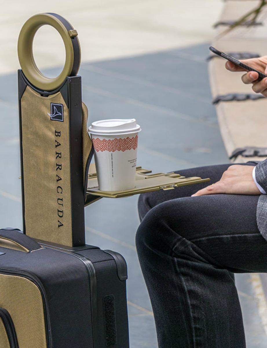 Ακουμπήστε τον καφέ σας στην ειδική βάση.