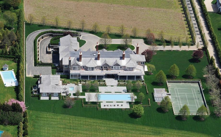 Η εξοχική κατοικία βρίσκεται σε μια από τις ακριβότερες περιοχές της Αμερικής.