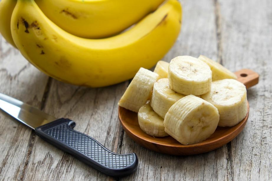 Προτιμήστε να φάτε μπανάνα σε φέτες είτε σε σάντουιτες με μαρούλι και ψωμί για να κοιμηθείτε πιο εύκολα.