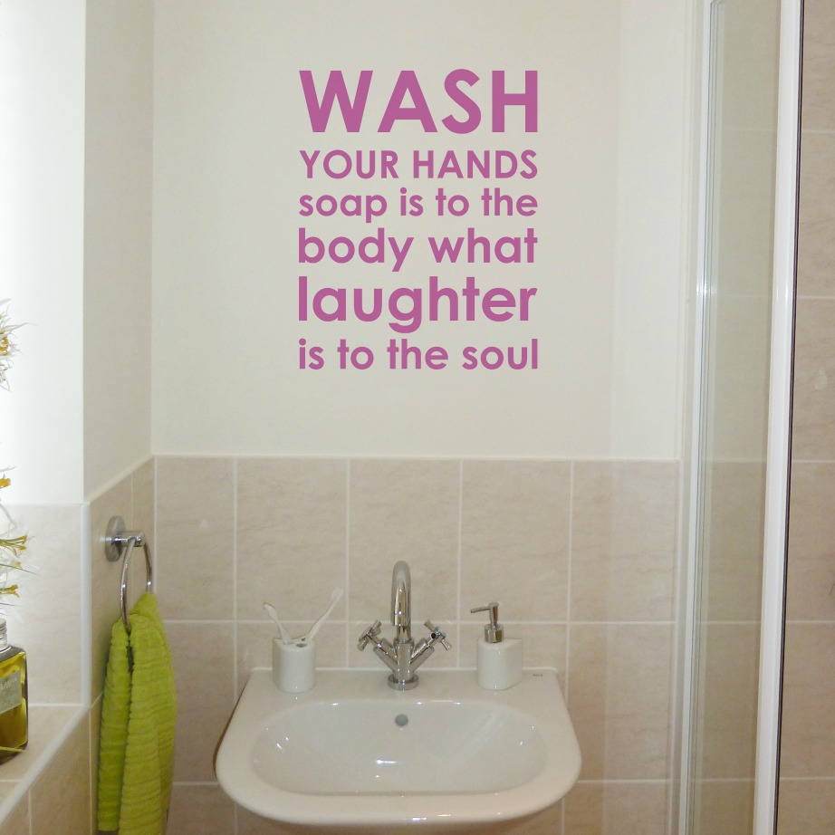 Οι ταπετσαρίες αλλά και τα αυτοκόλλητα του μπάνιου σας θα σας φτιάξουν τη διάθεση και θα κάνουν το μπάνιο σας πιο στα…μέτρα σας!