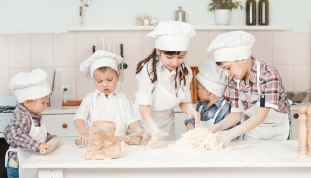 Δείτε τι Μπορείτε να Κάνετε στο Σπίτι για να Κρατάτε τα Παιδιά Απασχολημένα