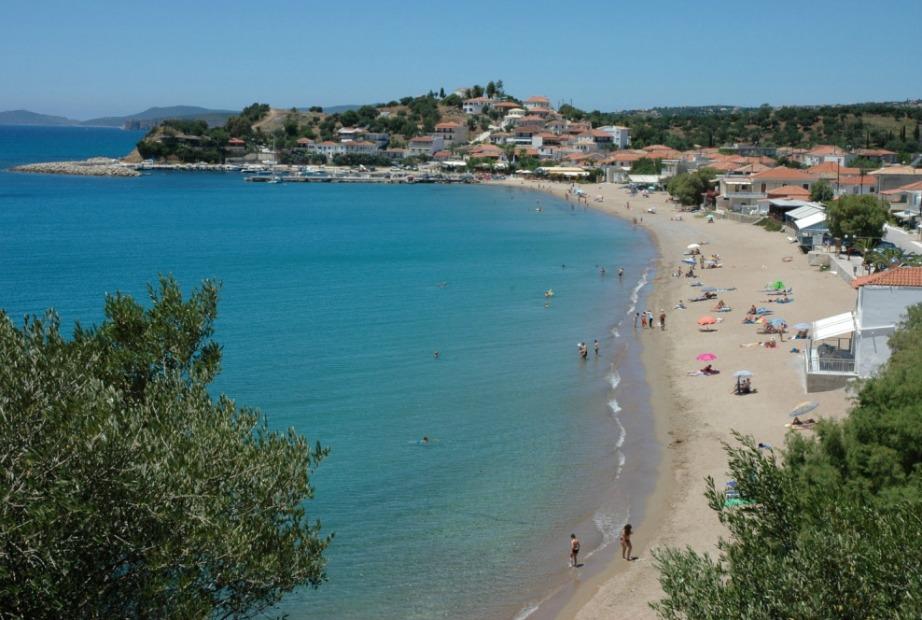 Το κάμπιρνγκ βρίσκεται δίπλα σε μια παραλία απίστευτης φυσικής ομορφιάς.