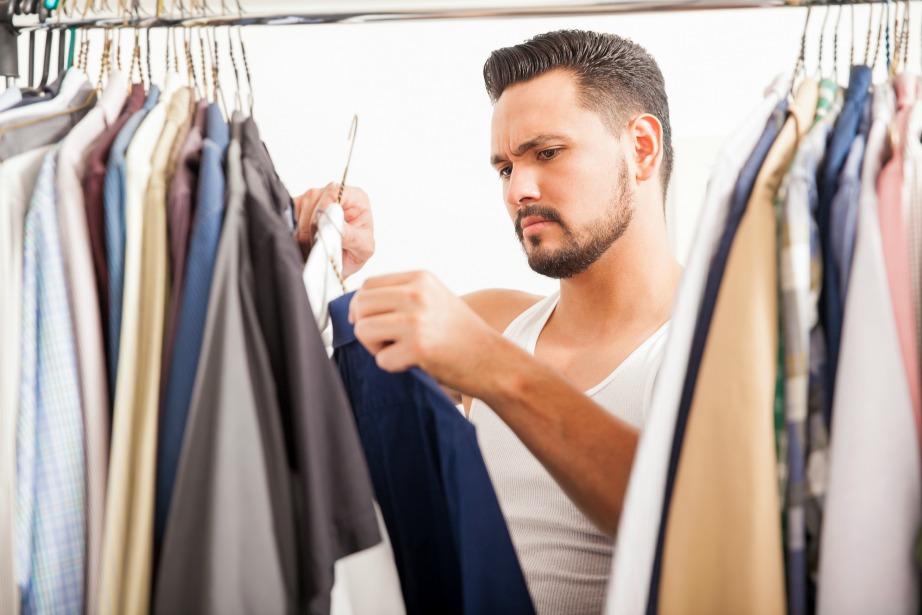 Οι άντρες σπαταλούν καθημερινά κατά μέσο όρο 13 λεπτά για να βρουν τι θα φορέσουν.