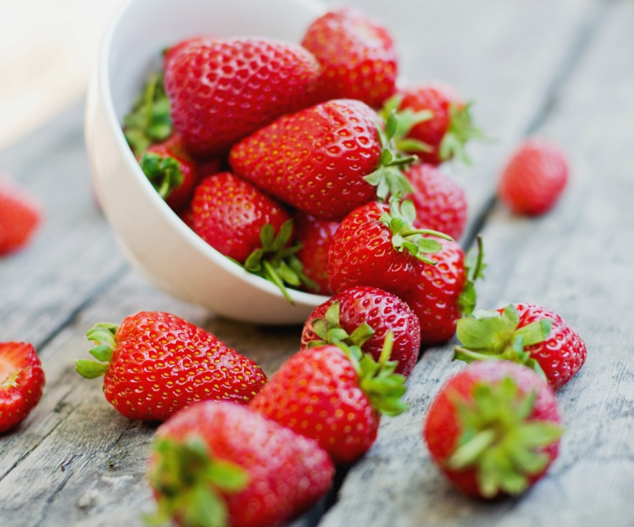 Χρησιμοποιήστε φράουλες για πιο λευκά δόντια!
