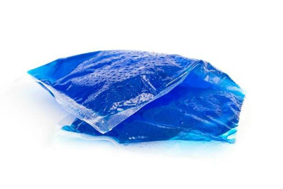 Δροσιστείτε ακουμπώντας στους καρπούς και τον σβέρκο σας την παγωμένη θερμοφόρα.