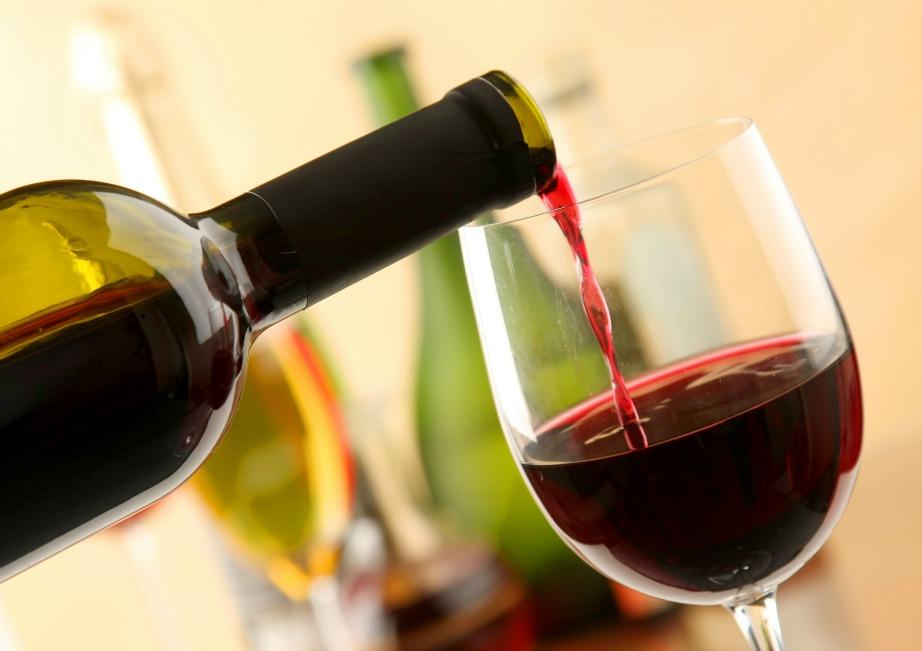 Αποφύγετε την κατανάλωση κόκκινου κρασιού για λευκότερα δόντια.