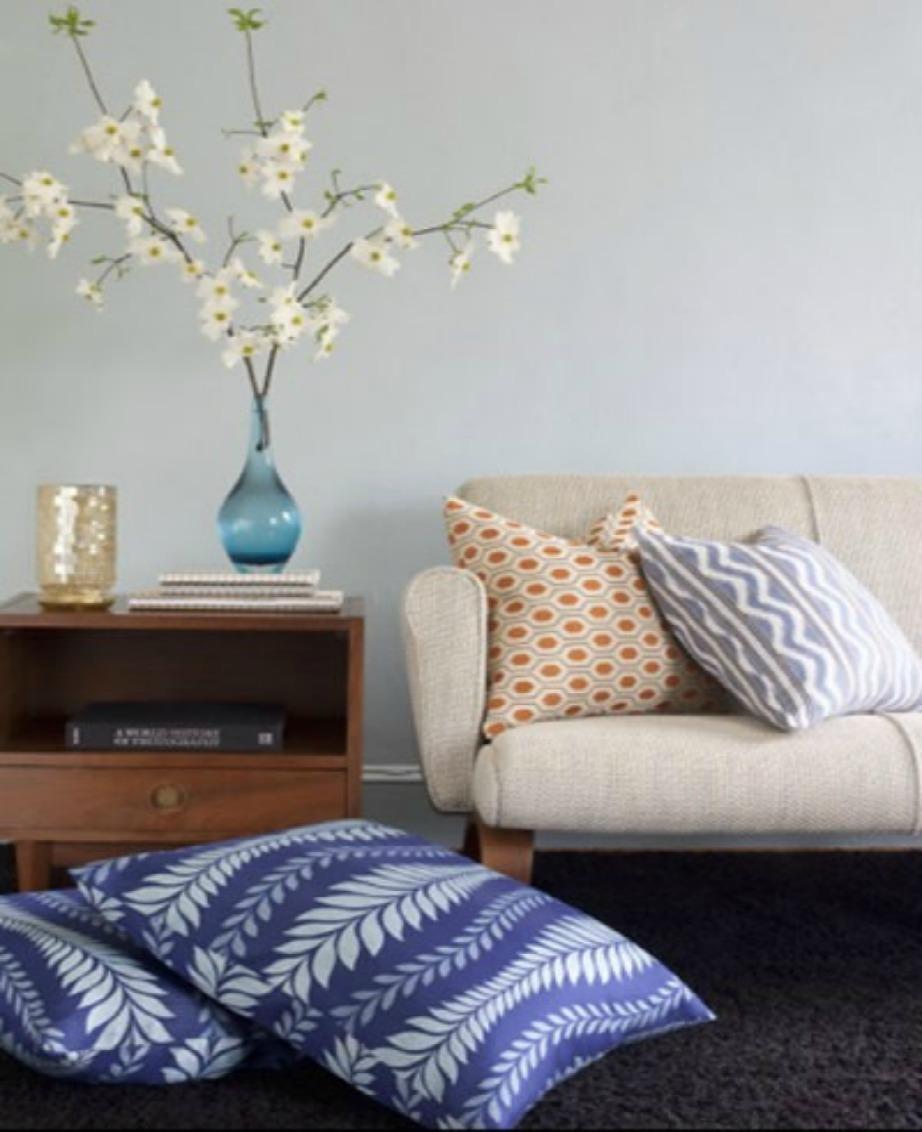 Συνδυάστε διαφορετικά σχέδια στη διακόσμηση του χώρου σας.