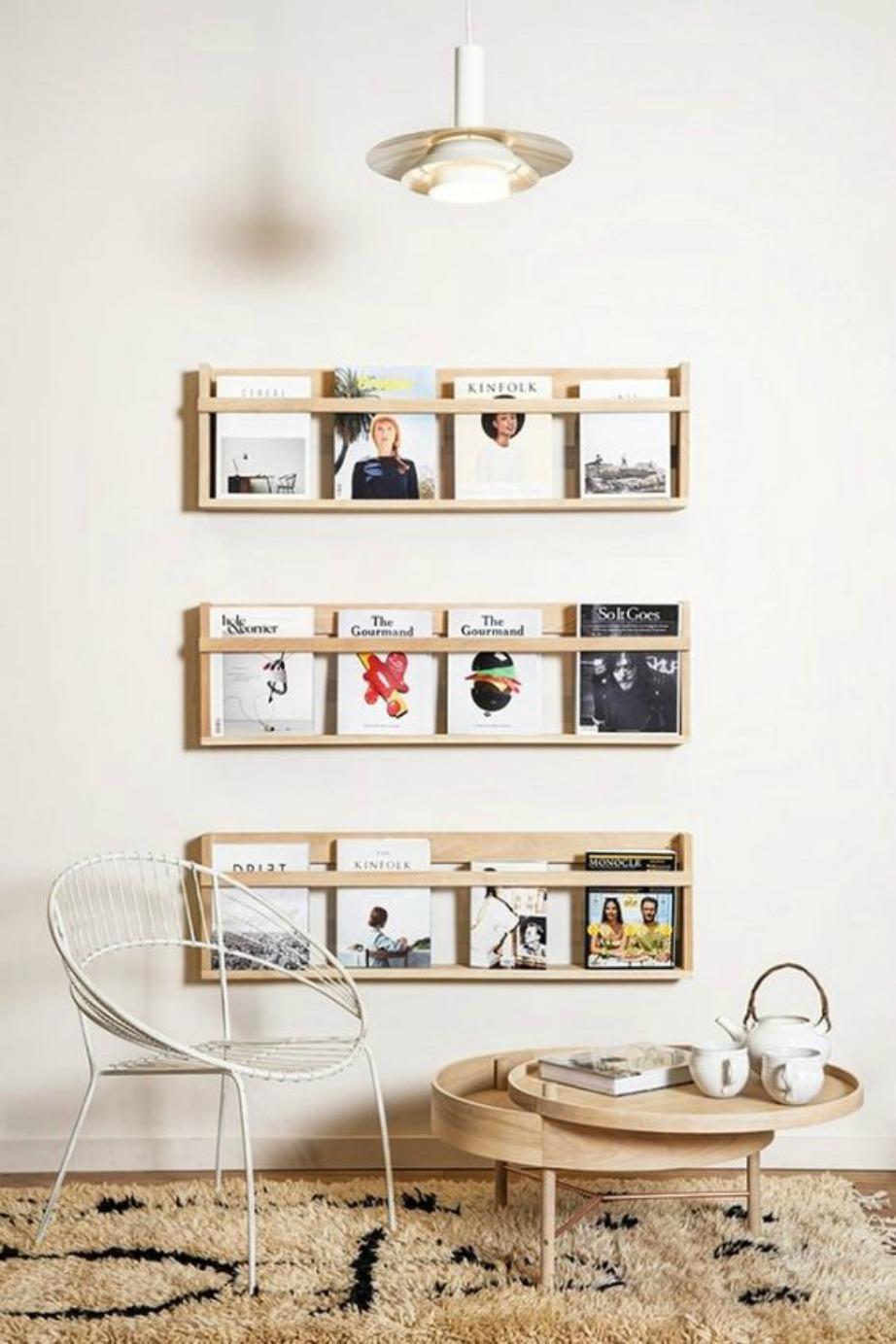 Εκτός από κάδρα με εξώφυλλα περιοδικών μπορείτε να βάλετε ειδικές προθήκες στον τοίχο που θα διατηρούν σε τάξη τα περιοδικά σας αλλά θα μοιάζουν και με κάδρα.