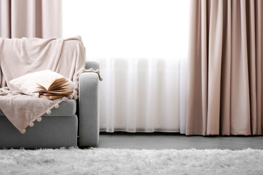 Κλείστε τις κουρτίνες σας για να μην φεύγει ο ζεστός αέρας από τα παράθυρα.