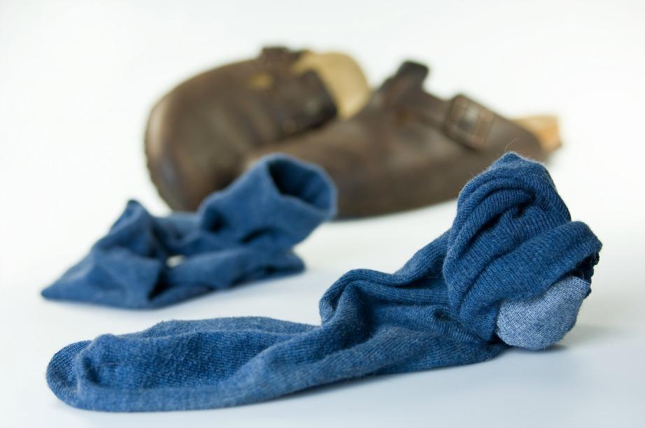 Τα βακτήρια ευθύνονται σε ένα μεγάλο ποσοστό για την κακοσμία των παπουτσιών.
