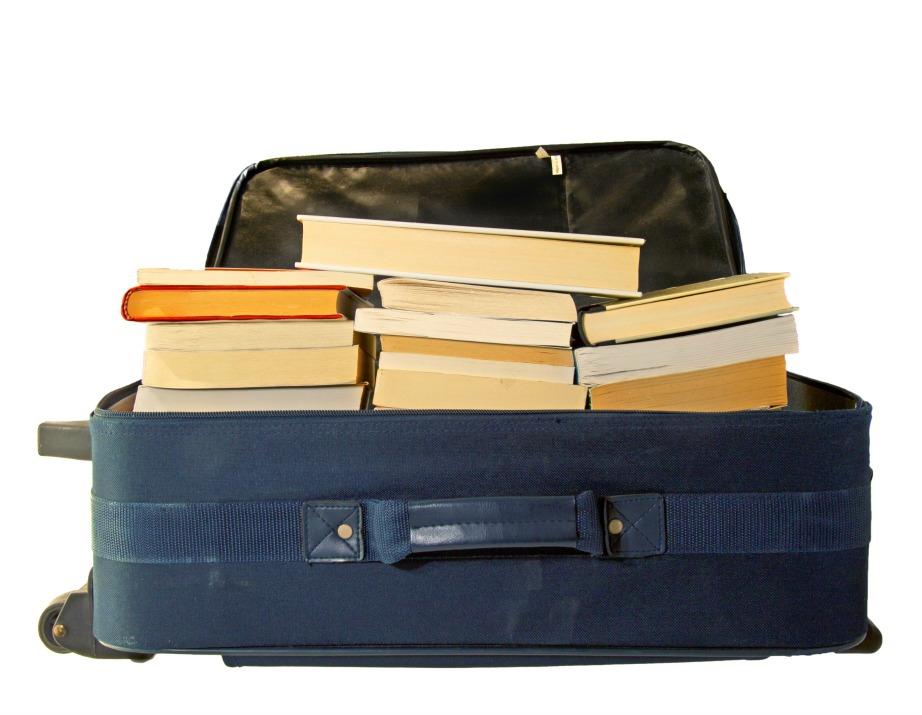 Μεταφέρετε βαριά αντικείμενα με βαλίτσες.