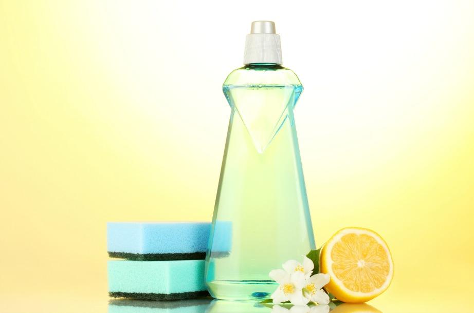 Η ισχυρή καθαριστική δράση του φλοιού του λεμονιού μπορεί να βρει εφαρμογή σε διάφορα σημεία του νοικοκυριού.