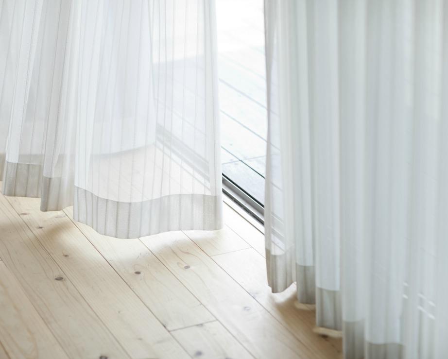 Οι κουρτίνες που απέχουν πολύ από το πάτωμα είναι απαγορευτικές για τους σχεδιαστές.
