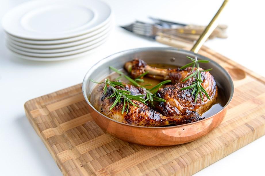Διατηρήστε τα χάλκινα μαγειρικά σας σκεύη λαμπερά και καθαρά.
