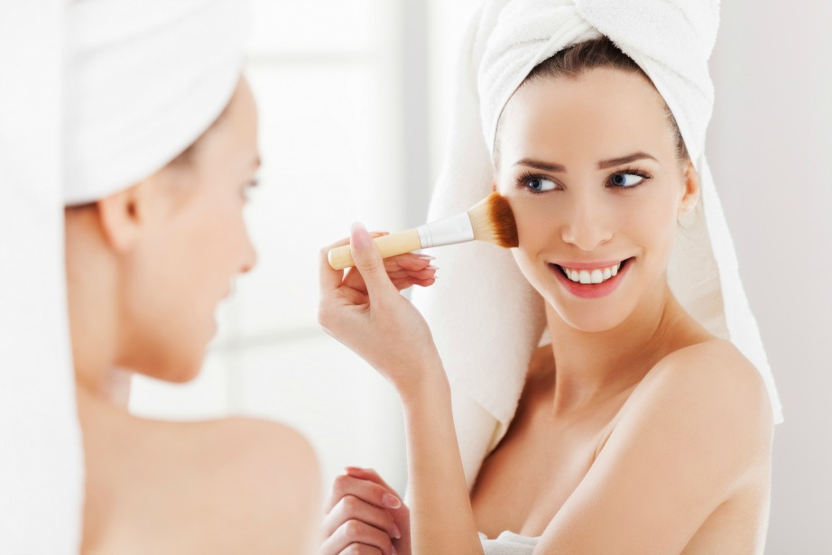 Το μακιγιάζ είναι σίγουρα η αιτία που μπορεί να κάνει το μπάνιο σας να μοιάζει με εμπόλεμη ζώνη.