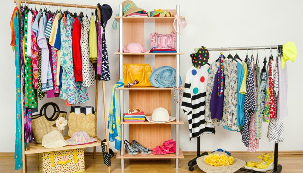 9ee26b2e594 Επιστροφή στο Πατάρι: Δείτε πώς θα Αποθηκεύσετε τα Καλοκαιρινά σας Ρούχα