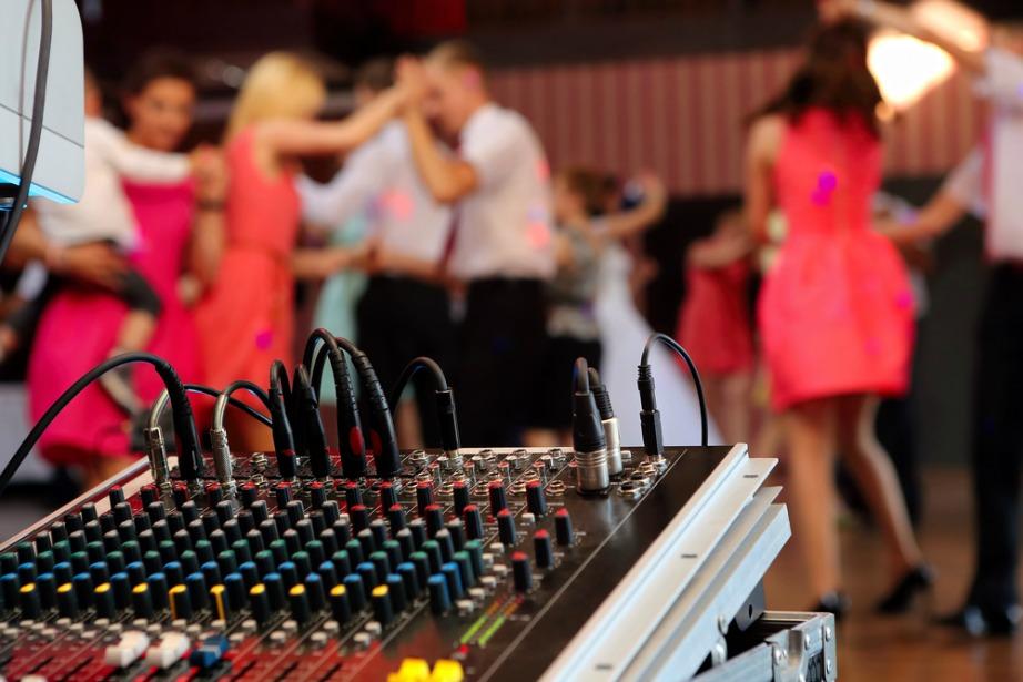 Η μουσική αποτελεί το Α και το Ω για να χαρακτηριστεί ένα πάρτι πετυχημένο.