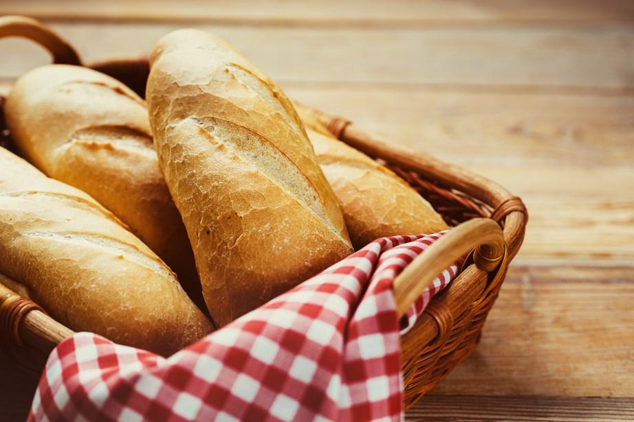 Αντικαταστήστε το λευκό ψωμί με ολικής άλεσης.