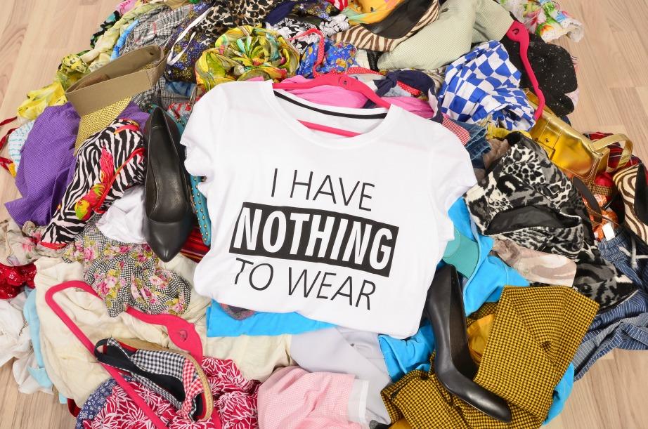 Ένα καλό ξεκαθάρισμα των ρούχων θα αλαφρύνει αρκετά την ντουλάπα σας.