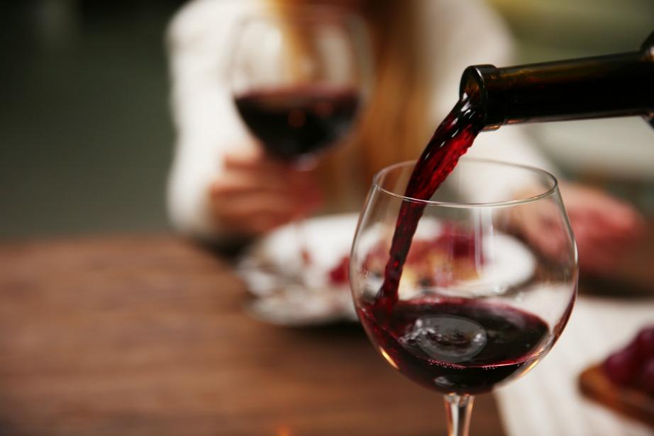 Το κόκκινο κρασί τάσσεται και αυτό ενάντια στην εξόντωση των μυγών.