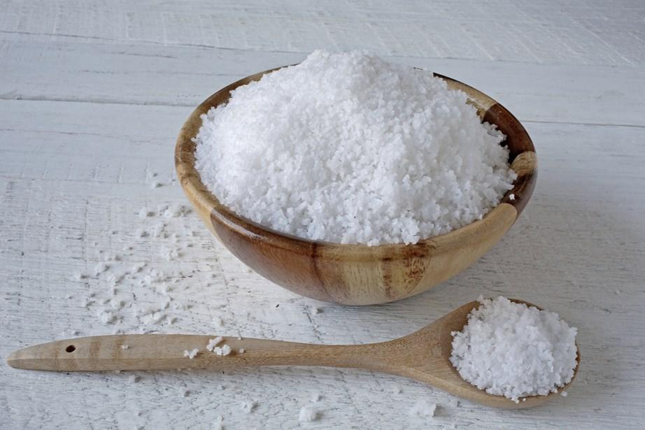Το αλάτι αφυδατώνει το δέρμα.