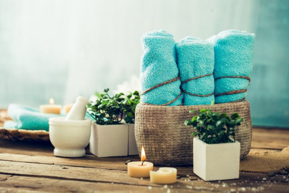 Πείτε όχι στις ανιαρές λευκές ξενοδοχειακές πετσέτες και φτιάξτε το δικό σας ντεκόρ με πετσέτες που θα έχουν χαρακτήρα.